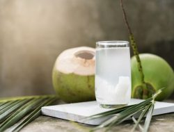 Manfaat Minum Air Kelapa, Bisa Jaga Daya Tahan Tubuh dari Covid-19?
